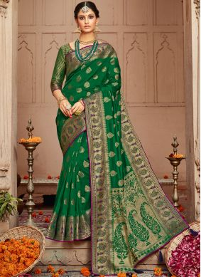 Blooming Traditional Saree For Festival