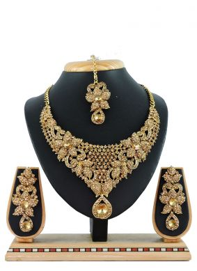Gold Embroidered Necklace Set