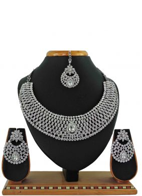 Necklace Set Stone Work in White